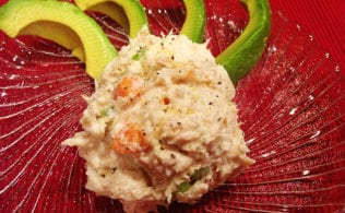 #bakingoutsidethebox | This Low Carb Tuna Salad recipe is a speedy and thrifty change-up for lunch. Serve it up in five minutes.